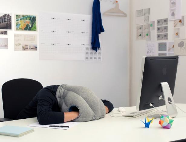 """Travesseiro avestruz foi idealizado a partir da necessidade dos criadores de se """"revitalizar"""" - Divulgação"""