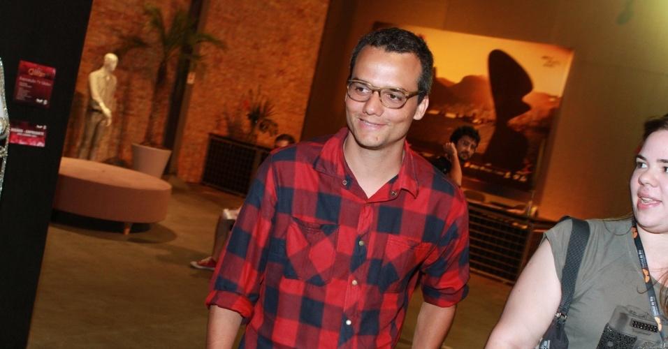 Wagner Moura chega para participar de debate no Festival do Rio (4/10/12)