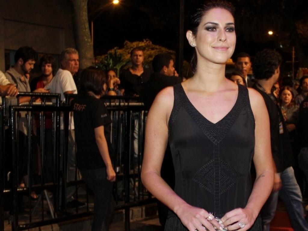A atriz Fernanda Paes Leme antes da exibição do curta