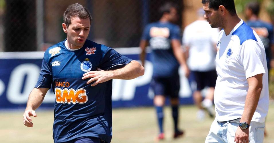 Meia argentino Montillo participa de treino do Cruzeiro na Toca da Raposa II  (5  57b3d5bc41193