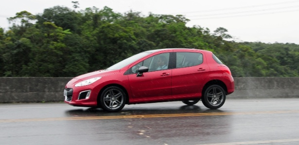 Bonito, bom de acelerar e também de parar, 308 turbo é astro da Peugeot no Salão de SP - Murilo Góes/UOL