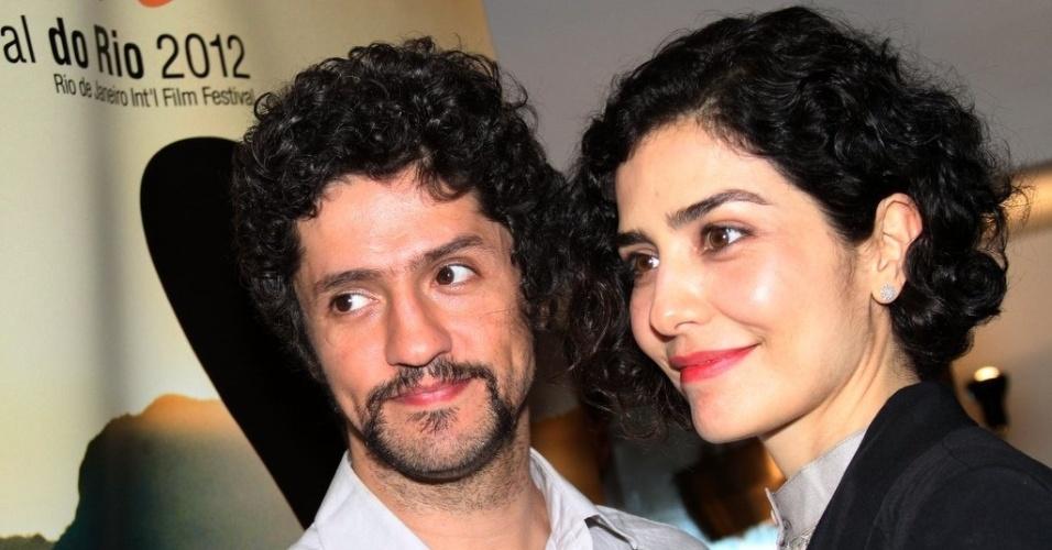 """O casal Fernando Alves Pinto e Letícia Sabatella na exibição do filme """"O som ao redor"""" no Cine Odeon (6/10/12)"""
