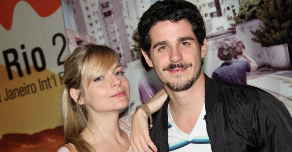"""Os namorados Vitória Frate e Pedro Neschling na pré-estreia do filme """"O som ao redor"""" no Cine Odeon (6/10/12)"""
