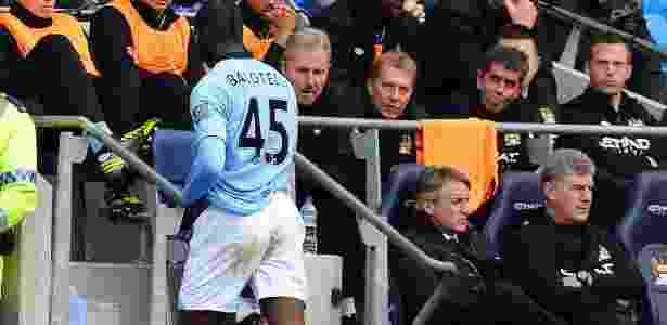 Balotelli é substituído por Mancini em jogo do City - ANDREW YATES/AFP PHOTO