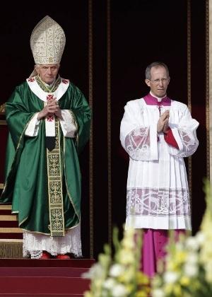 Papa Bento 16 celebra uma missa que marca a abertura do Sínodo dos Bispos, na praça de São Pedro, no Vaticano (7/10/2012) - Tony Gentile/Reuters