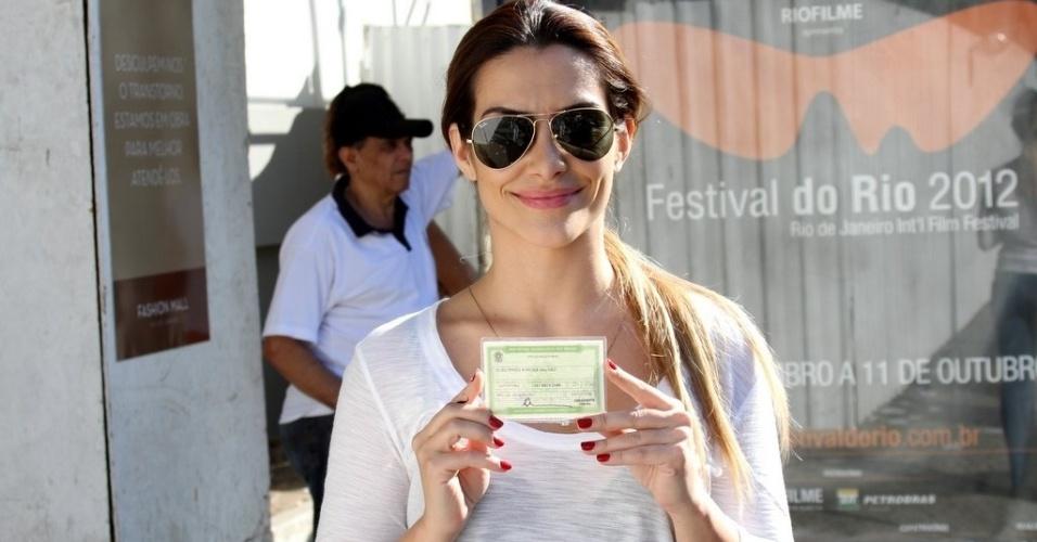 Atriz Cleo Pires vota no Rio de Janeiro