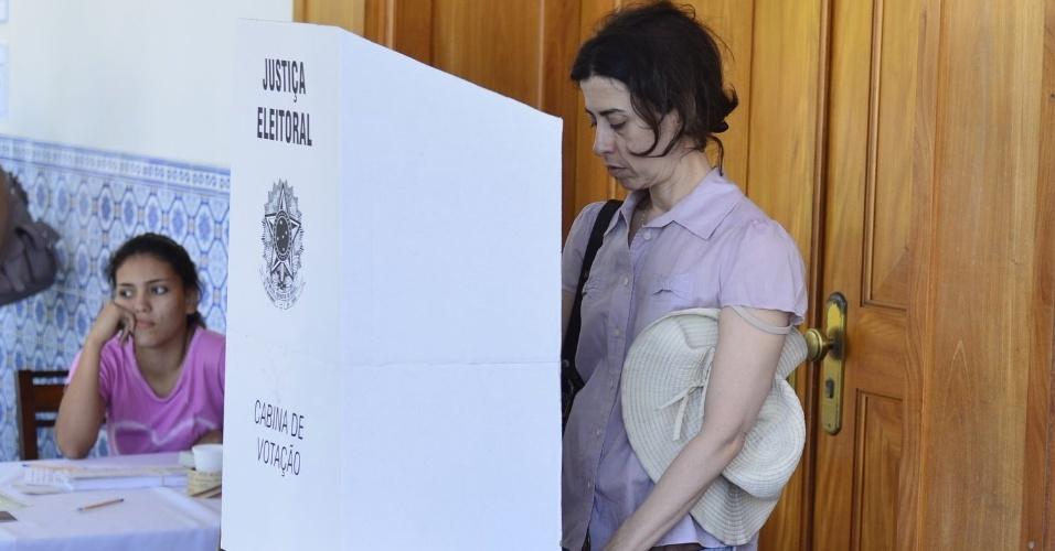 Atriz Fernanda Torres escolhe seus candidatos a prefeito e vereador no Rio de Janeiro