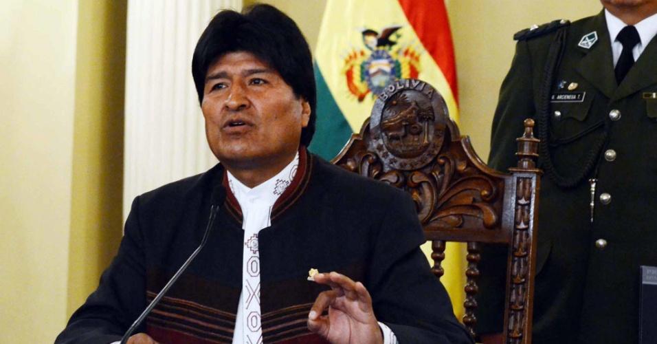 8.out.2012 - O presidente da Bolívia, Evo Morales, fala em coletiva de imprensa em que dedicou a vitória de Hugo Chávez na Venezuela ao guerrilheiro argentino Ernesto Che Guevara, cuja morte completa 45 anos no dia 9