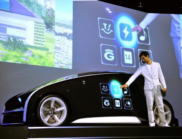 """Ainda não chegamos ao """"carro-tablete"""" da Toyota, mas gadgets podem ser decisivos em negócio - Yoshikazu Tsuno/AFP"""
