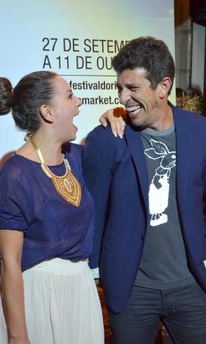 Os atores Fabíula Nascimento e Milhem Cortaz riem durante o Festival do Rio 2012 (8/10/12)