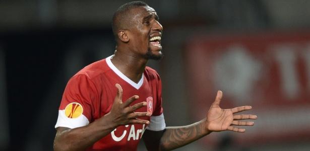 Douglas atuou no Twente entre 2007 e 2013; em 2016, estava no futebol turco - AP photo/Ermindo Armino