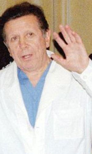 1985 - Médicos Internacionais para a Prevenção da Guerra Nuclear (EUA) - O cirurgião russo Yevgeny Chazov (foto) foi um dos que discursou em nome da organização premiada por difundir informação e criar uma consciência sobre as consequências catastróficas de uma guerra atômica
