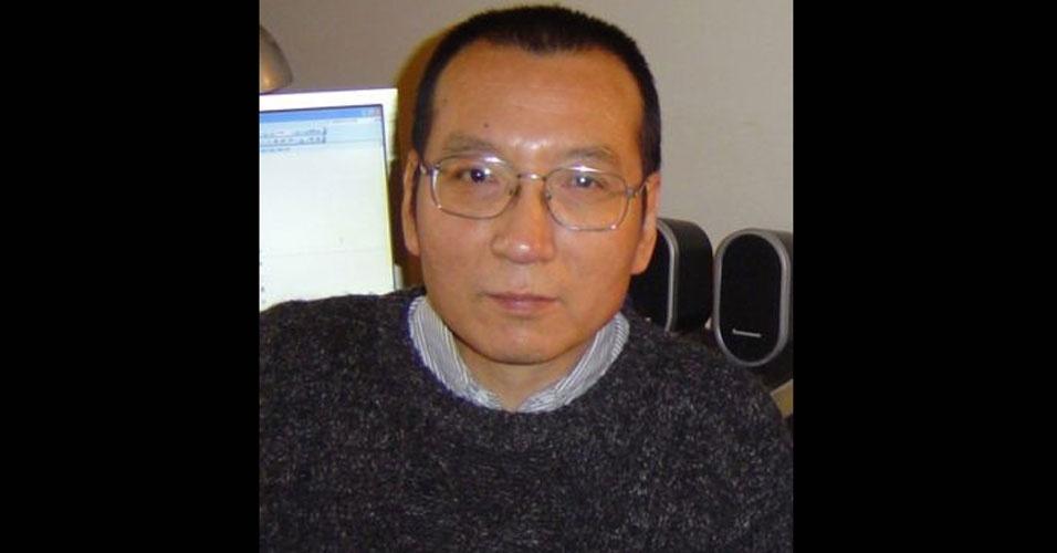 2010 - Liu Xiaobo (China) - Primeiro chinês a receber o prêmio, o ativista foi escolhido por 'seu pacífico esforço pelos direitos humanos fundamentais na China'. Como foi condenado, em 2009, a 11 anos de prisão por subversão por ter escrito um manifesto em 2008 pedindo liberdade de expressão e eleições multipartidárias na China, ele não pôde comparecer à cerimônia