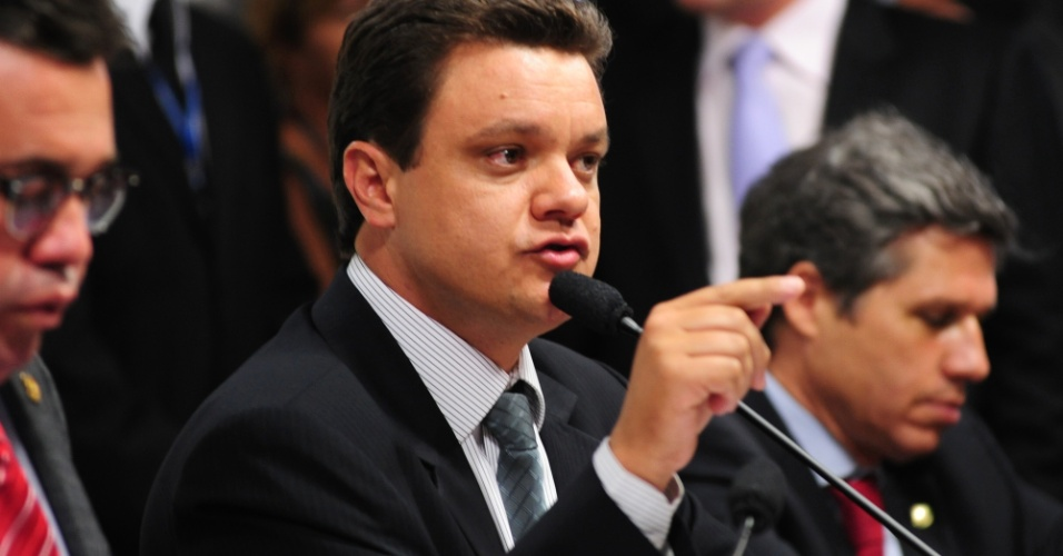 9.out.2012 - Relator da CPI, deputado federal Odair Cunha (PT-MG) fala em sessão de depoimento do deputado federal Carlos Alberto Leréia (PSDB-GO) sobre seu suposto envolvimento com o esquema de Carlinhos Cachoeira