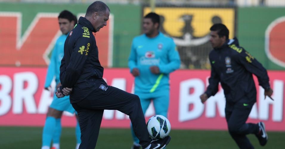 Mano Menezes comanda treino da seleção brasileira para amistosos contra Iraque e Japão