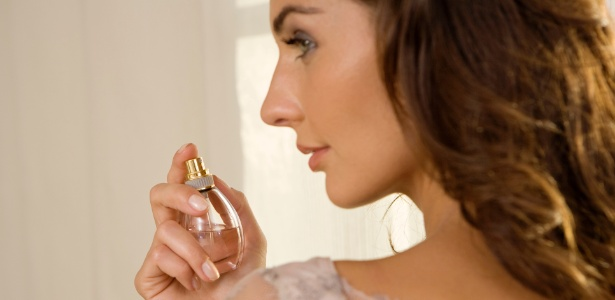 A escolha do perfume é uma das formas de expressão de personalidade da mulher - Thinkstock