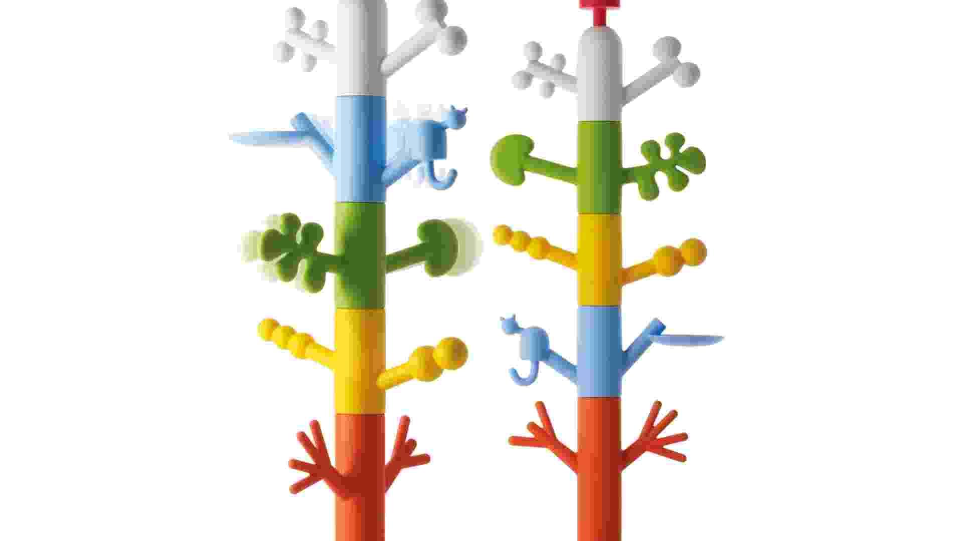O cabideiro Paradise Tree foi criado pelo designer finlandês Oiva Toikka, conhecido pelos seus pássaros em vidro. Fabricada de polietileno, a peça lúdica mede 1,89 m de altura e pode ser comprada através do Grupo Novo Ambiente (www.novoambiente.com.br) - Divulgação