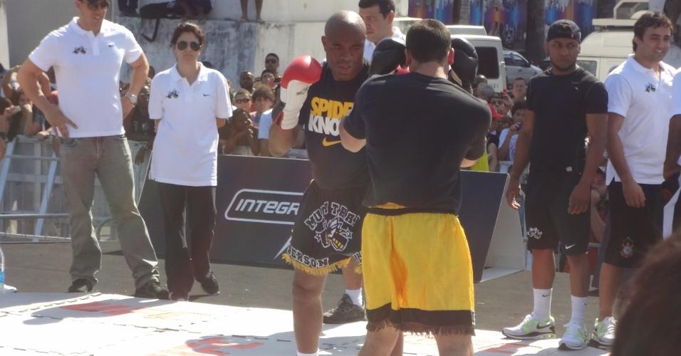 Anderson Silva faz treino aberto nos Arcos da Lapa antes de enfrentar Stephan Bonnar no UFC Rio 3 (10/10/2012)