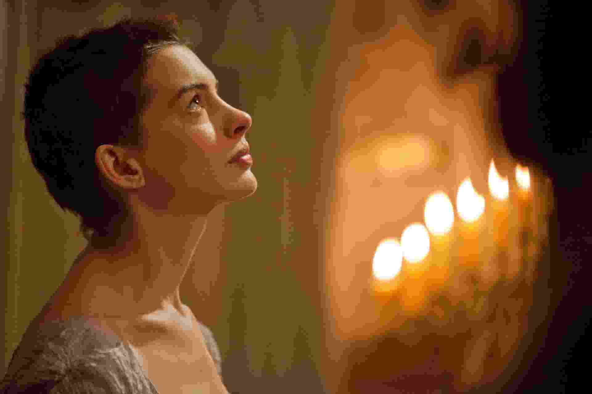 """Anne Hathaway em cena de """"Os Miseráveis"""", de Tom Hooper - Divulgação"""