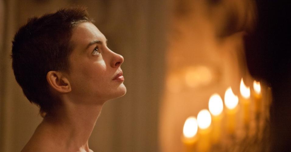 """Anne Hathaway em cena de """"Os Miseráveis"""", de Tom Hooper"""