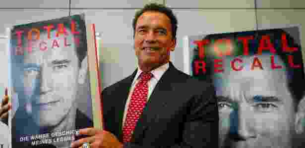 "Arnold Schwarzenegger apresenta sua bigrafia, ""Total Recall"", durante a Feira do Livro de Frankfurt, na Alemanha (10/10/12) - Ralph Orlowski/Reuters"
