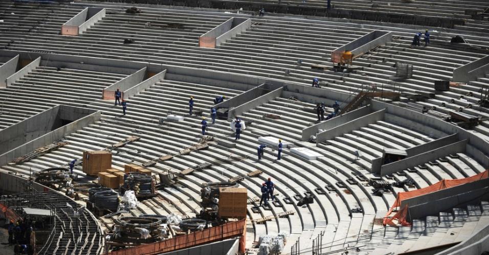 Arquibancadas do Maracanã foram reformadas e uma nova cobertura será construída para o estádio receber os jogos da Copa de 2014