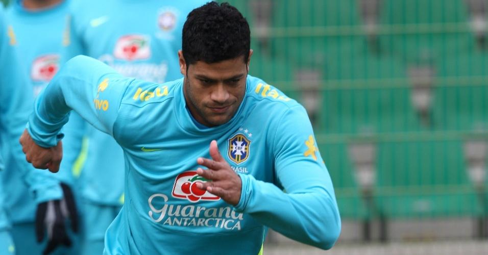 Atacante Hulk em treino da seleção brasileira