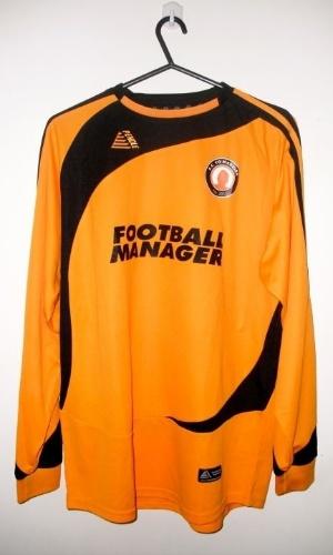 Camisa do F.C. Tó Madeira, com patrocínio do jogo Football Manager