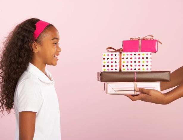 Se sentir o centro das atenções pode fazer seu filho mais feliz do que ganhar o presente mais caro da loja - Thinkstock