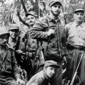 Raúl (abaixo), Che Guevara (segundo à esq.) e Fidel (ao centro) no período da Revolução Cubana - foto foi tirada 1958
