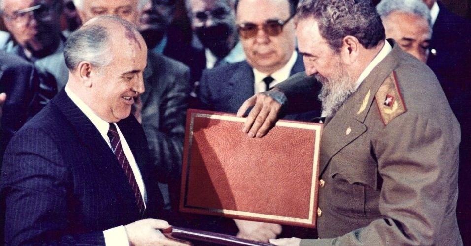 Em 1989, Fidel Castro recebeu em Havana Mikhail Gorbachev, então líder da União Soviética. O cubano afirmou na época que a ilha seguiria sua revolução mesmo com a queda da URSS, ocorrida em 1991