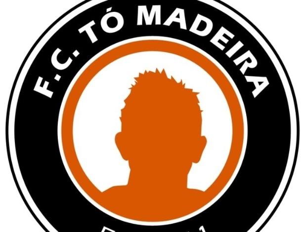Escudo do F.C. Tó Madeira, com o rosto do fenômeno de mentira