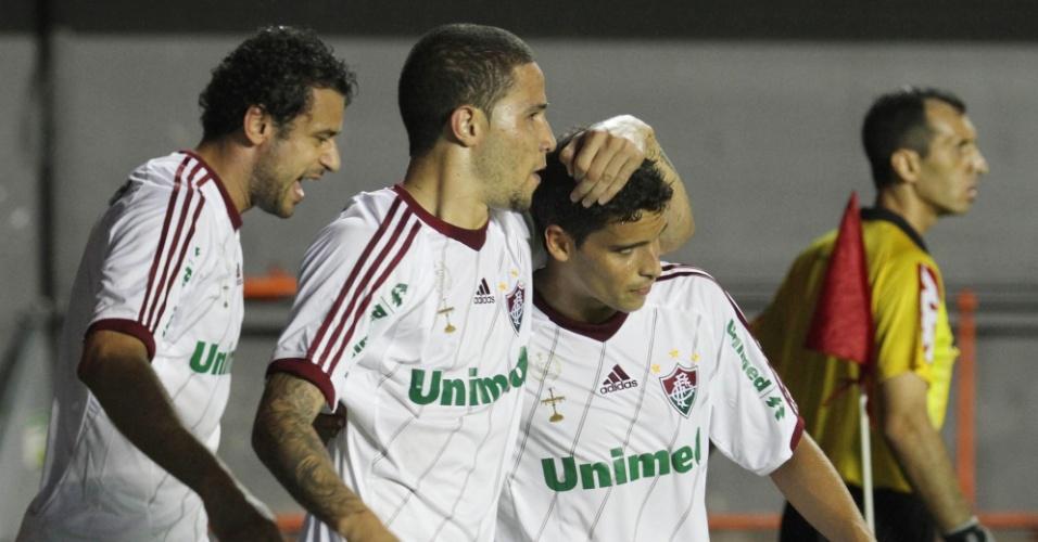 Fred e Jean comemoram com o lateral Bruno o primeiro gol da vitória da equipe sobre o Bahia