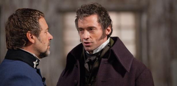 """Hugh Jackman e Russell Crowe em cena de """"Os Miseráveis"""", de Tom Hooper - Divulgação"""