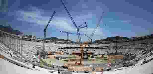10.out.2012 - A Delta, do empresário Fernando Cavendish, fez parte do consórcio que tocou as obras no Maracanã. A reforma do estádio custou mais de R$ 1 bilhão - AFP PHOTO /VANDERLEI ALMEIDA