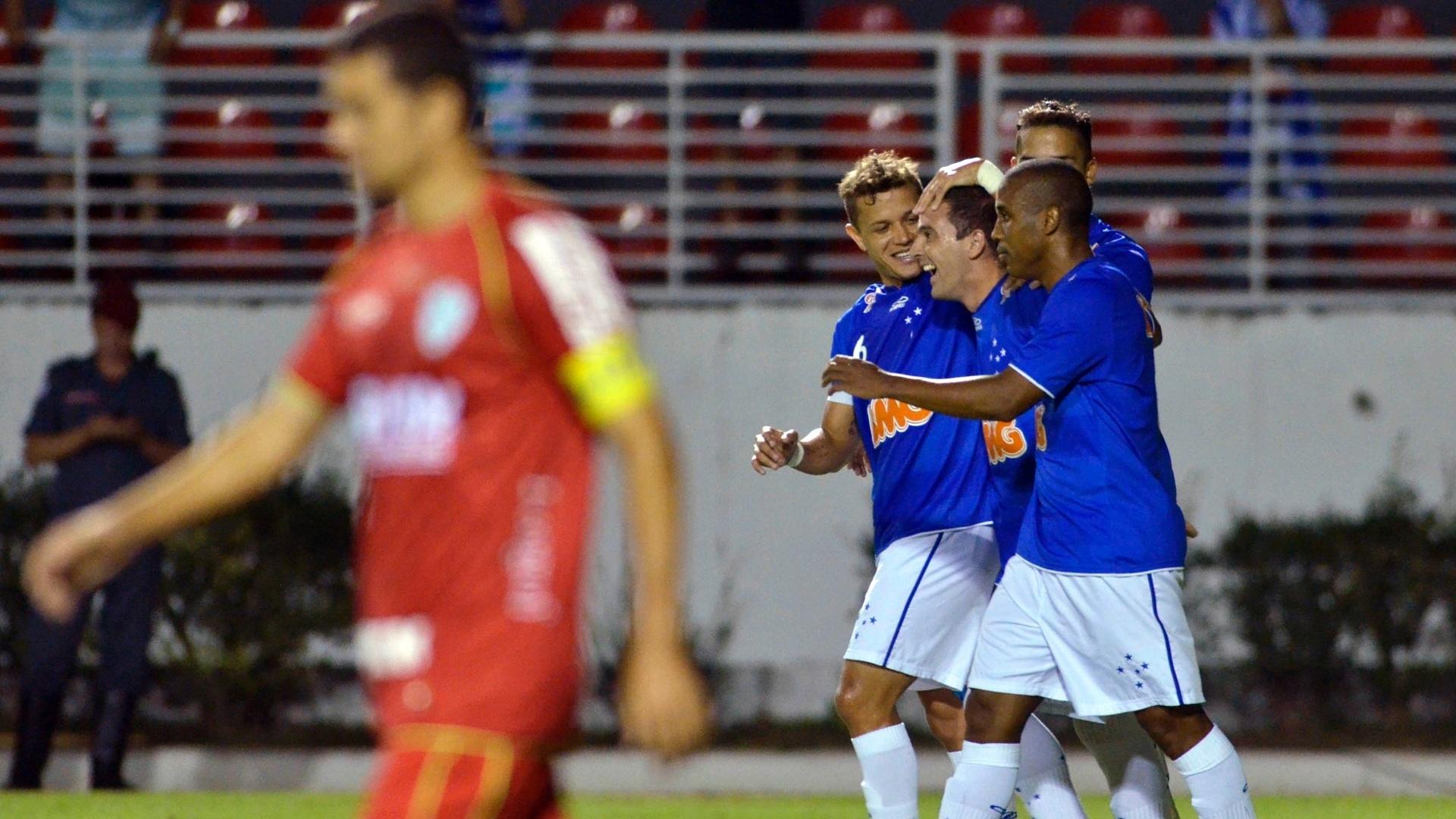 Jogadores do Cruzeiro comemoram o gol marcado por Borges na vitória contra a Portuguesa