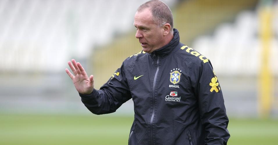 Mano Menezes comanda treino da seleção antes de amistosos contra Iraque e Japão