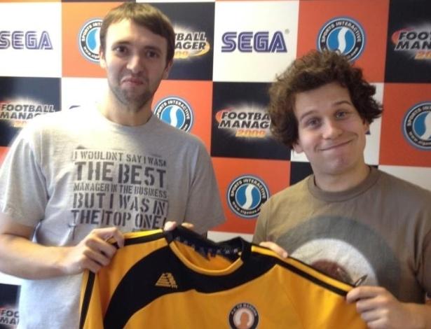 """Michael Burling e Dan Ormsby, conhecido como """"O Mago"""", jogadores do F.C. Tó Madeira"""