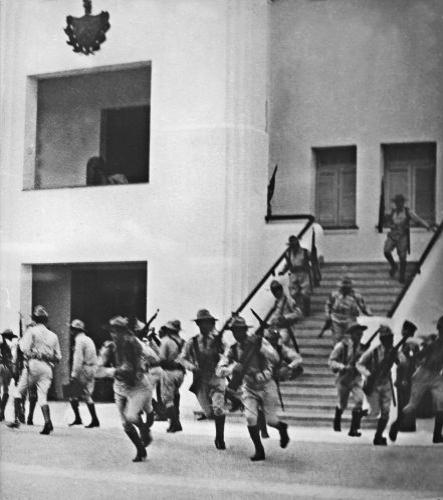 Na época em que concluiu o curso universitário, Fidel já participava de movimentos de oposição ao regime do ditador Fulgencio Batista, que assumiu o poder em Cuba em 1934. Em 26 de julho de 1953, Fidel lidera um grupo de jovens rebeldes em um ataque frustrado ao quartel militar Moncada, em Santiago de Cuba