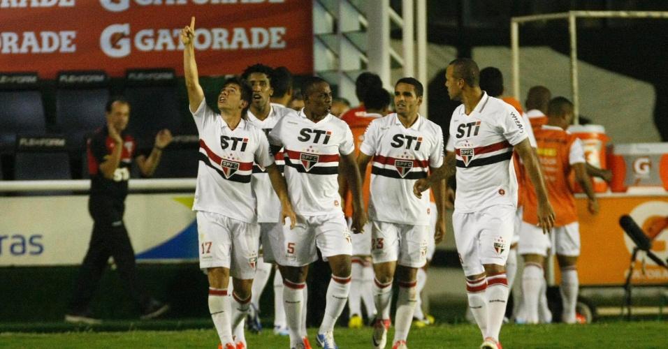 Osvaldo comemora com os companheiros o segundo gol do São Paulo na partida contra o Vasco