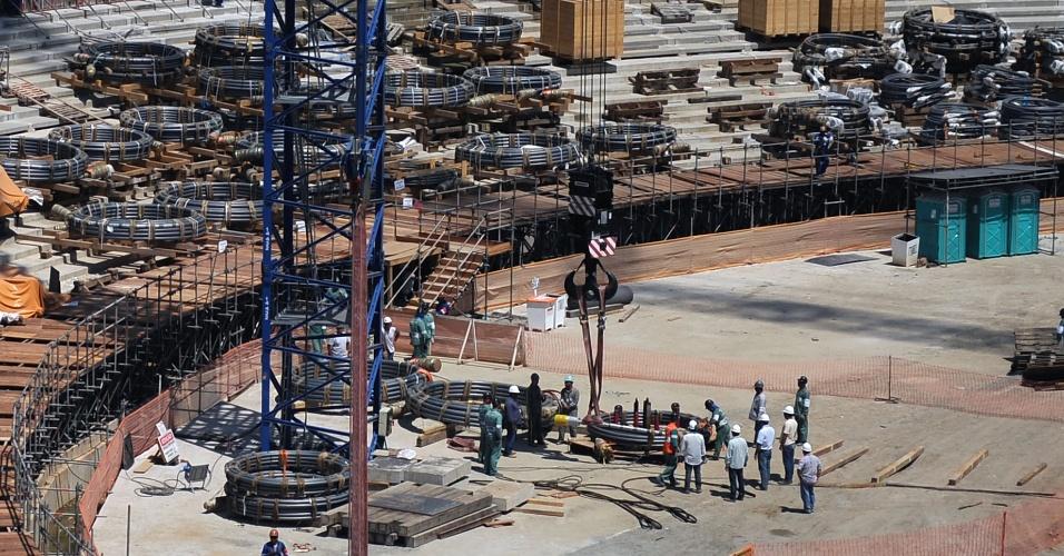 Reforma do estádio do Maracanã já chegou a 70% dos trabalhos concluídos e a cobertura começará a ser montada em novembro
