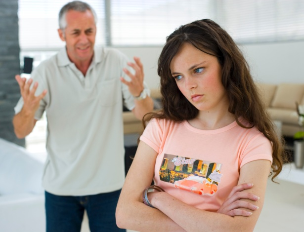 Bater de frente pode ser uma forma de o adolescente chamar atenção para suas necessidades - Thinkstock