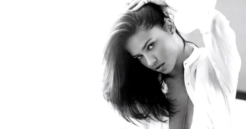 Adriana Lima nasceu em Salvador, capital da Bahia; a modelo foi casada com o jogador sérvio do Chicago Bulls Marko Jaric até maio de 2014