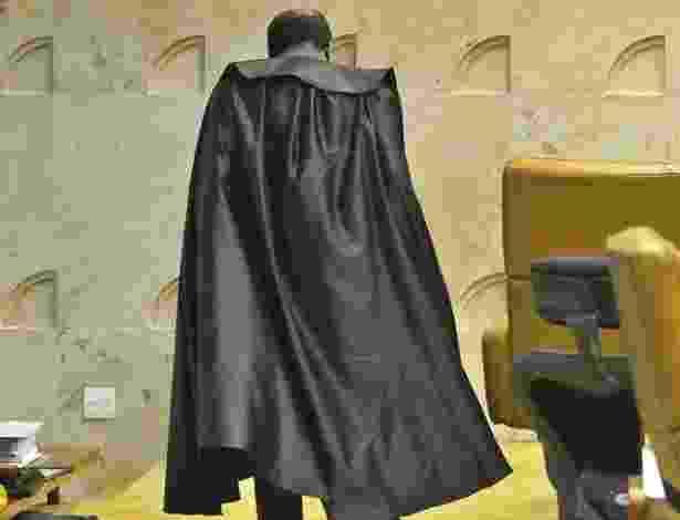 Após as condenações no mensalão, montagens comparando o ministro e sua toga preta com o superherói Batman começaram a se espalhar pelas redes sociais - Reprodução/Facebook