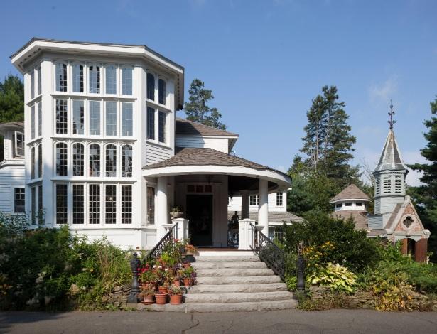 Mansão de John Archer foi construída com relíquias arquitetônicas e objetos resgatados do lixo, nos EUA  - Trent Bell/ The New York Times