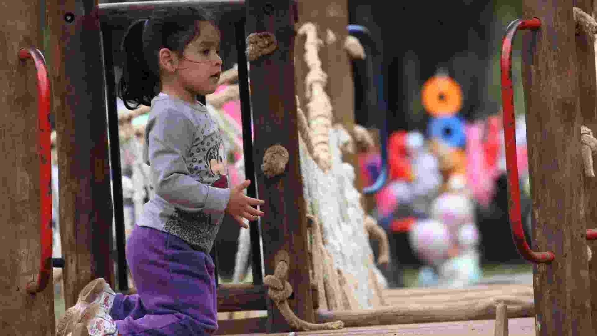 12.out.2012 - Menina se diverte em brinquedo do parque Ibirapuera na cidade de São Paulo (SP), na data em que é comemorado o Dia da Criança - Renato S. Cerqueira/FuturaPress