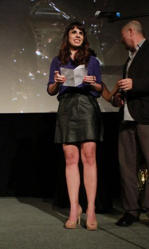 A atriz Maria Ribeiro entrega prêmio especial do júri no Festival do Rio (11/10/12)