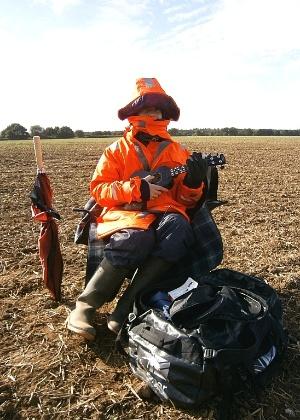 Jamie Fox, de 22 anos, se dedica a assustar perdizes - BBC