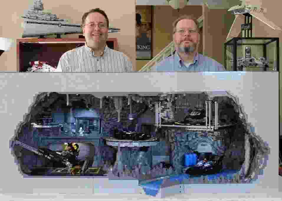 Fãs de Batman, Wayne Hussey e Carlyle Livingston remontaram a Batcaverna com cerca de 20 mil peças de Lego - Co2pix/Flickr