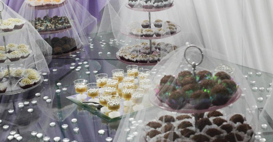 Mesa de doces da doceria O Verdadeiro Brigadeiro (www.overdadeirobrigadeiro.com.br) exibida na feira Expo Noivas & Festas (11/10/2012)